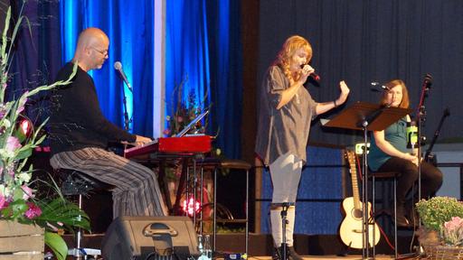 Thea Eichholz mit Mark Wiedersprecher und Juiane Schönebeck