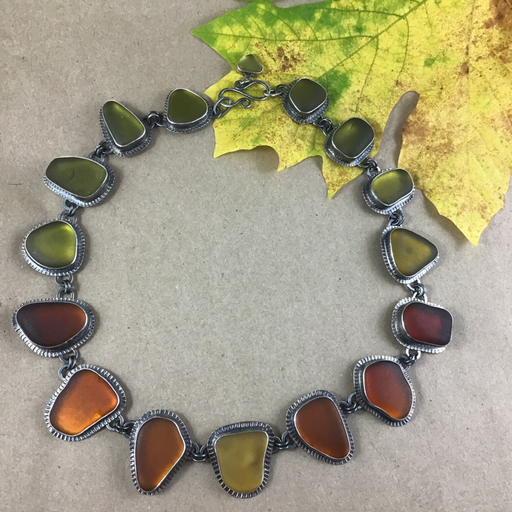 Here's the perfect autumn wreath to adorn your neck. Iconic fall colours on blackened sterling silver.