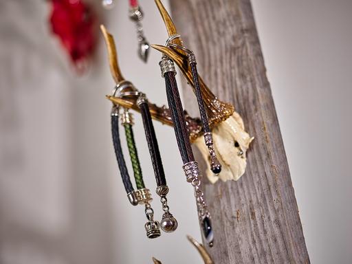 Ganz verschiedene Schlüsselanhänger in Form und Farbe
