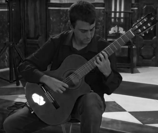 Pablo Alcázar playing classical guitar - Smiling Lizard Music