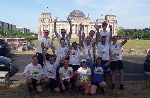 Mitarbeiter des St. Marien-Krankenhauses Berlin beim Firmenstaffellauf im Berliner Tiergarten