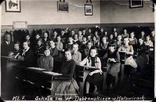 Klassenfoto mit Elfriede Katterwe