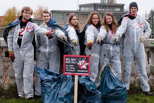 Trashbusters-Aktion an der Bösebrücke in Berlin - Foto: Torben Hoeke