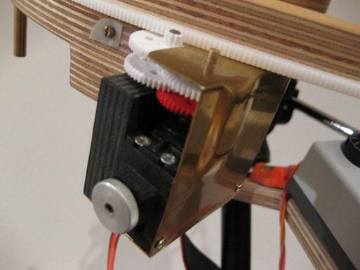 Zahnräder und Servo aus dem Modellbau