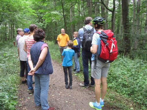 Kurzwanderung mit Eva Kübler - Vögel entdecken, Vogelstimmen hören und Nistkastenkontrolle (Foto: Ralph Langetepe)