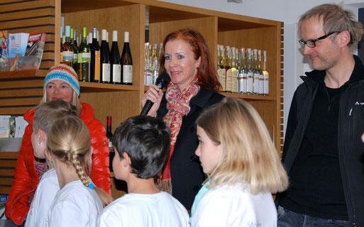 Ortsvorsteherin Frau Simone Rürup war sichtlich begeistert von dem Werk der Kinder!