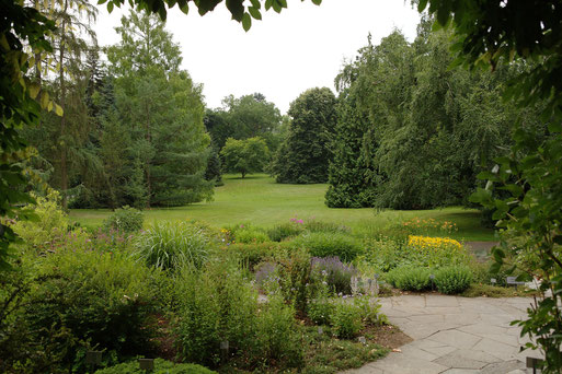 Blick vom Spielhaus aus auf den Exotischen Garten. Photo: B.Boysen