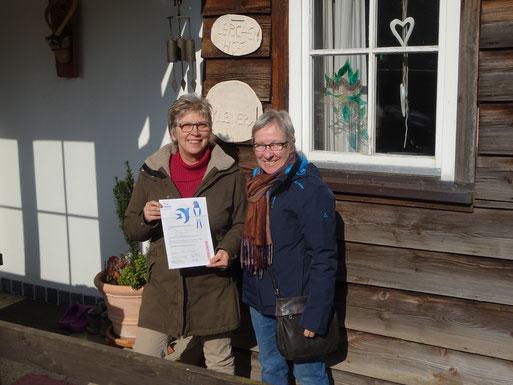 Ingrid Kleiner mit Urkunde und Elke Selig