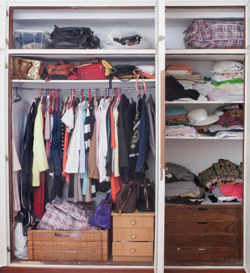 Un armario desorganizado - AOrganiZarte
