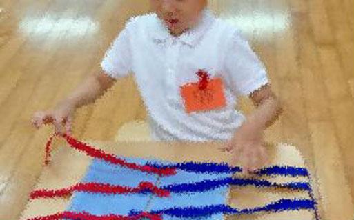 幼児教室の受験対策で行動観察(個別テスト)を実施。モンテッソーリの教具を使った活動に取り組みました。