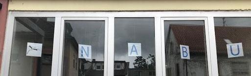 Duch die Glastür ins Hinterhaus - dort ist das NSZ. Foto: Maike Petersen