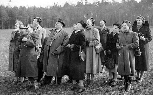 Eine vogelkundliche Exkursion 1952. Pressefoto NABU Mönchengladbach