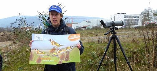 Sebastian Olschewski erklärt Wichtiges über den Vogel des Jahres 2016. Foto: Birgit Riedel