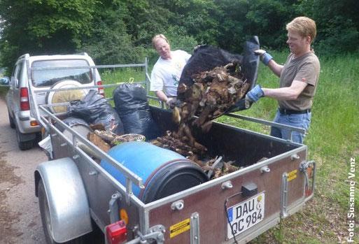 Müllsammelaktion im NABU-Wald im Juni 2014