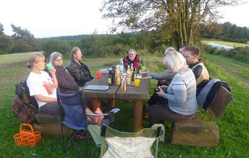 Vorstandssitzungen beim NABU Kylleifel. Im Sommer auch in der freien Natur