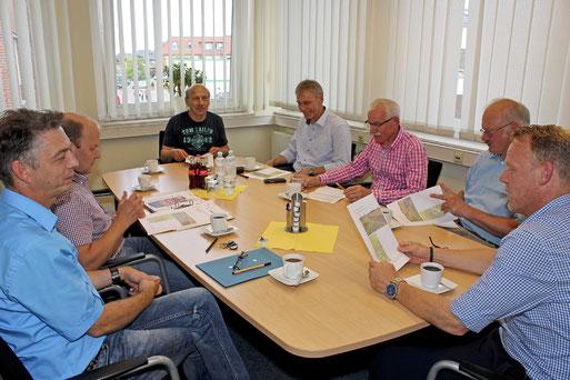 NABU im Gespräch Foto: Ansgar Westermann Stadt Dinklage v.l.n.r. - Hr. Busch. Hr. Vagelpohl, Hr. Vaske. Hr. Taphorn, Hr. Nietfeld, Hr. Pille, Hr. Bürgermeister Bittner