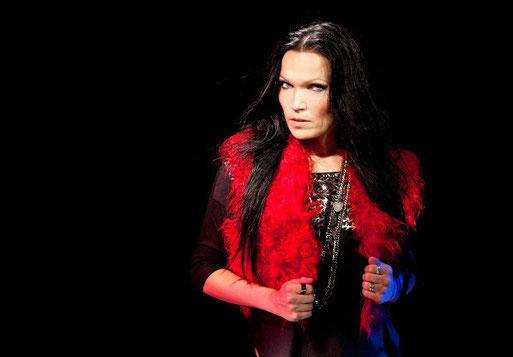 TARJA versucht es mal wieder mit dunklen Farben. Foto: Eugenio Mazzingh