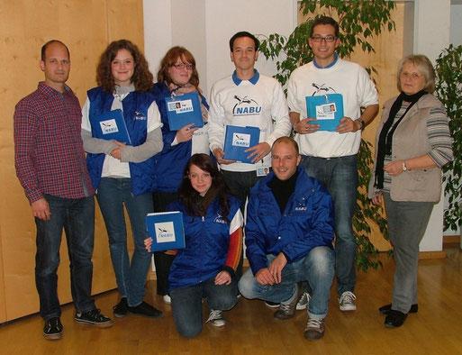 Die Vorstandsmitglieder Martin Buck und Irma Schneider mit den Studenten, die in Sachsenheim für den NABU unterwegs waren.