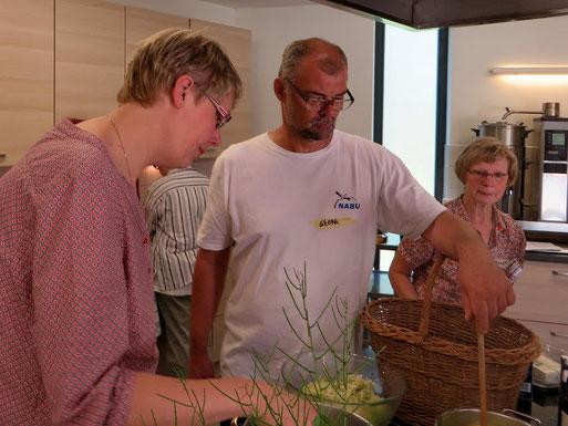 Kräuterkoch Georg Radlanski erklärt, welche Aromen man wie zur Geltung bringen kann.