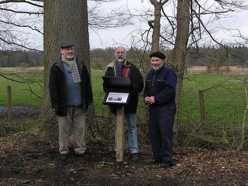Siegfried Janke, Vincenz Rettig und Fritz Engelken halfen beim Anlegen de Nistkastenlehrpfades