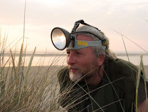 Biologe Carsten Heinecke gibt einen Einblick in die Vielfalt der Nachtfalter und gibt Tipps, wie man sie im eigenen Garten fördern kann.