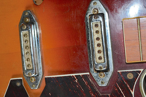Beautiful details from Mike`s Ibanez 425.  The rusty pickups and screws, the yellowed fretboard binding curving around the protruding fretend and the pickguard material. Click to enlarge