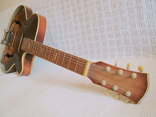 1965 Ibanez 425 model. click to enlarge
