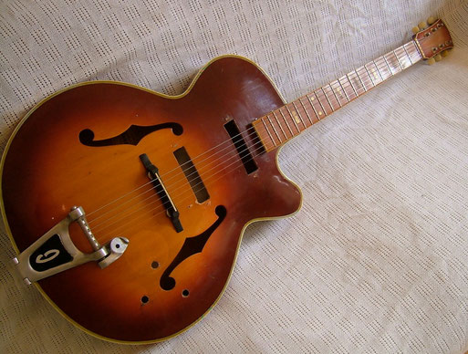One of the rarest early Ibanez hollowbodies. Ibanez 425 from 1965. click to enlarge
