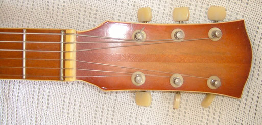 Typical for vintage Ibanez guitars like mine: Some come without the logo ...