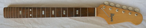 I found this vintage Ibanez neck in Canada und bought it just in order to get the Ibanez logo. Funny that the Inlay corresponds to the one of the 425 model.