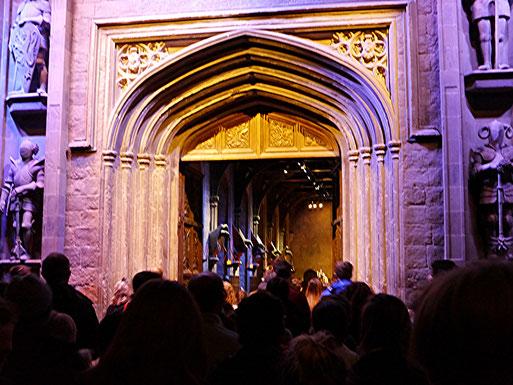 Die Tür zum großen Saal öffnet sich...