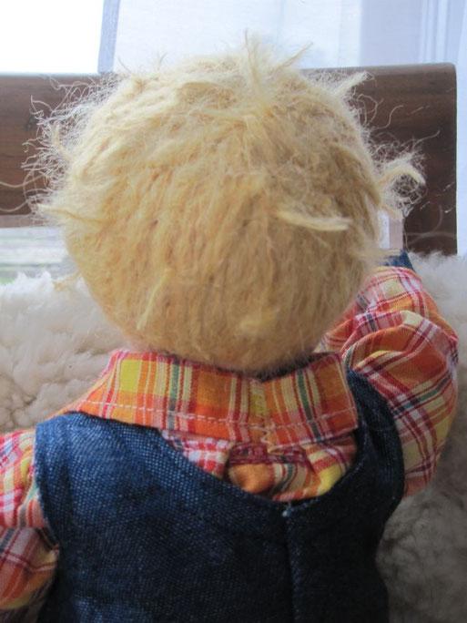 Hier sieht man schön Matzes Stoppelfrisur (aufgesticktes Mohair-Schurwollgarn mit hochstehenden Haarenden, die auch der vorigen Frisur nachempfunden ist)