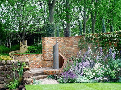 Foto: BGL. - Ob als Natur- oder Betonsteine, abgestimmt auf die Bepflanzung geben sie dem Garten...