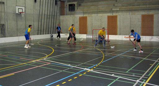 Unihockey im Forum Sumiswald Dezember 2004
