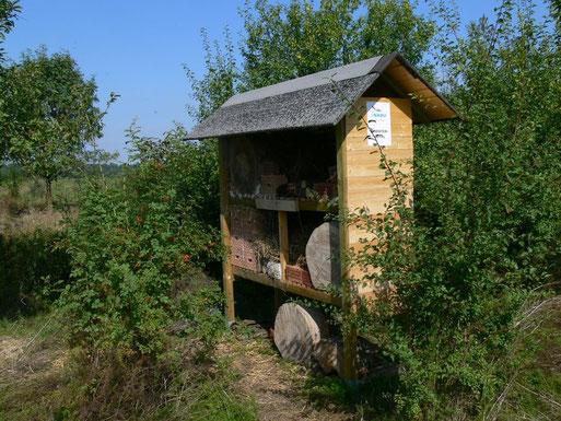 Gemeinsam für mehr Artenschutz: Insektenhotel auf dem Grundstück Im Kinkel