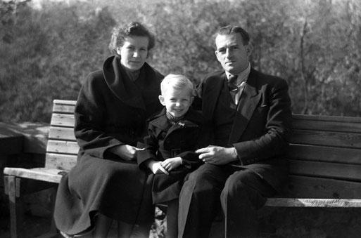 Hella und Karl Heinz Mai mit Sohn Detlef, 1953