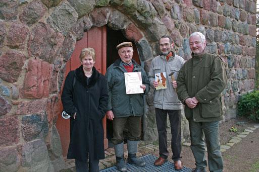 Gemeindekirchenratsmitglied Horst Eickenjäger (2. v.l.) hat sich dabei besonders verdient gemacht.