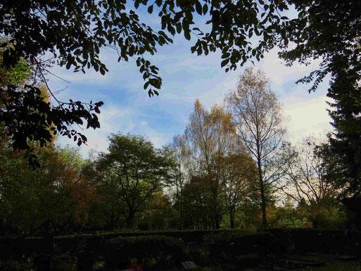 Herbststimmung auf dem Kellersberger Friedhof (Foto: Wolfgang Voigt)