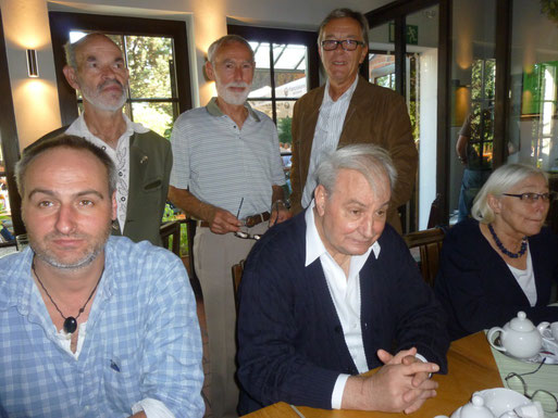 Im Bild hinten v.l.: Ulrich Lütkemeier, Uwe Appold und der Leiter der Gruppe Grefrath Rolf Brandt