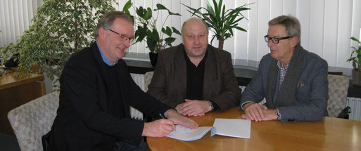 v.l.n.r. 1. Vorsitzende des NABU Bezirksverbandes Krefeld/Viersen e.V, Reiner H. Rosendahl, Bürgermeister Manfred Lommetz und Rolf Brandt, Leiter der NABU-Gruppe Grefrath.