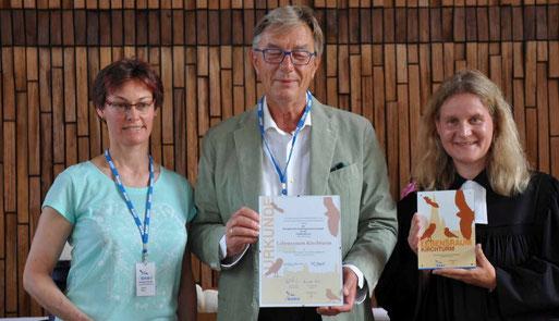 v.r. Pfarrerin Barbara Münzenberg, Rolf Brandt und Karin Ites vom NABU Grefrath