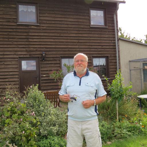 Am 09.09.15 wurde Herr Thorausch und Familie aus Sommersdorf mit der Plakette ausgezeichnet, da an und im Haus mind. 10 Mehlschwalbennester und 33 Rauchschwalbennester zu finden sind.