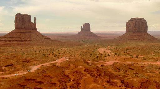 staubige Weite im Monument Valley
