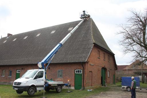 Aufsetzen eines Dachreiters in Wangelau