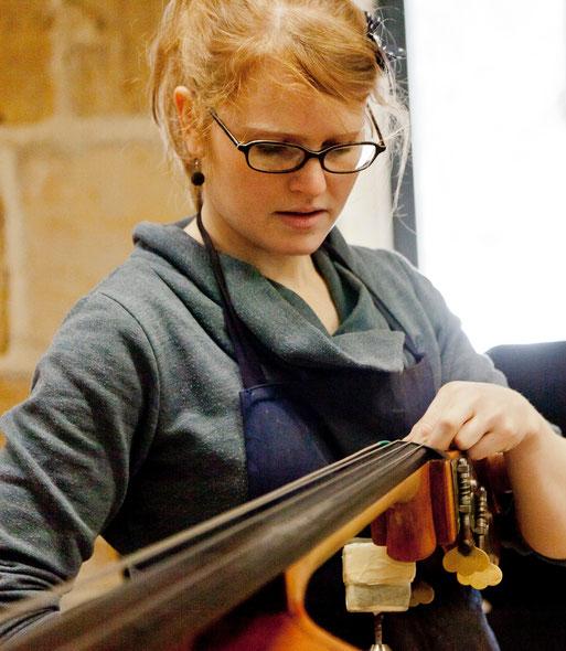 Geigenbaumeisterin Susanne Zink