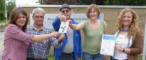 """Auszeichnung mit der """"Schwalben willkommen"""" Plakette in der Rheinhessen-Fachklinik Alzey"""