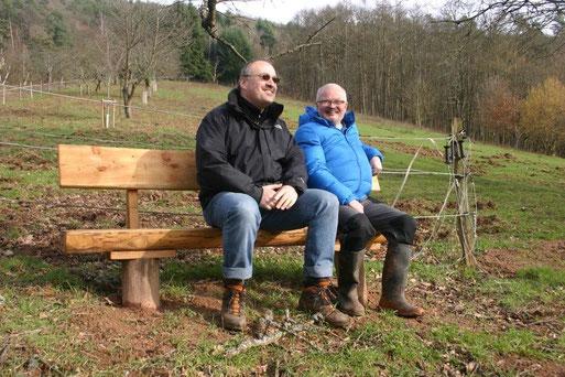 Foto (Gunter Brauch): Bürgermeister Harald Jenzer (links) und Hans Joachim Fette vom NABU (rechts)