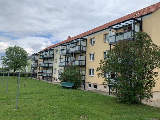 Neue Balkone an der Straße der Jugend