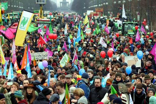 18.000 Menschen zogen vom Potsdamer Platz zum Brandenburger Tor. Foto: wir-haben-es-satt.de/Die Auslöser Berlin