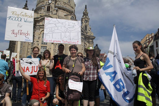 Demonstranten aus Leipzig bei der Kundgebung in Dresden. Foto: NAJU Dresden